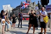 İngiltere'de 6 Kişi Kuralına Protesto