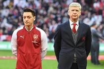 Arsene Wenger: Mesut Özil'in oynatılmaması israftır