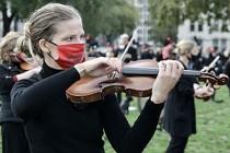 Müzisyenler Koronavirüs Önlemlerine Karşı Meydana İndi