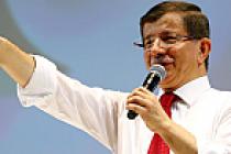 Ahmet Davutoğlu yeniden genel başkan oldu