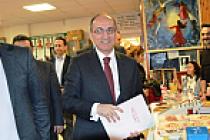 Büyükelçi ve Başkonsolos Cemevi'nin Aşure Günü'nde