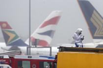 Çevreci protesto Heathrow havalimanında uçuşları aksattı