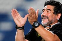 Diego Maradona herkese vurdu