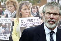 Gerry Adams'a gözaltı, Kuzey İrlanda'yı gerdi
