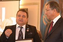 Seyfullah Türksoy'a, Kazakistan Devlet Nişanı