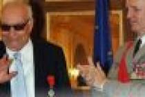 Yaşar Kemal'e üst düzey Fransız nişanı