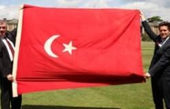Osmanlı Bayrağını Büyükelçi Çeviköz'e Teslim Töreni