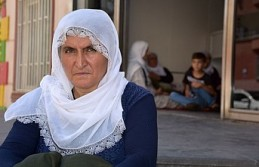 HDP binası önünde oğlu için eylemde
