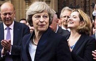Sterlin yeni Başbakan ile yükseliyor