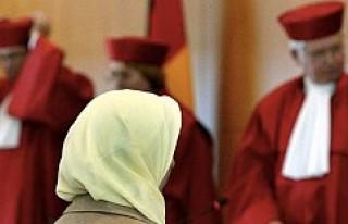 Almanya'da başörtülü yargıç tartışması