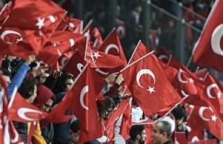 Yüzlerce Türk Fransız basınını protesto etti