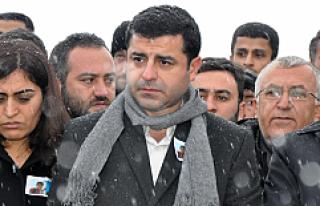 Selahattin Demirtaş Diyarbakır'da gözaltına...