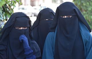 Burka yasağını protesto da yasak!