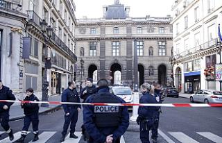 Paris'teki Louvre Müzesi'nde silahlı saldırı