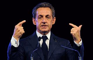 Sarkozy 'usulsüzlük' iddiasıyla yargılanacak