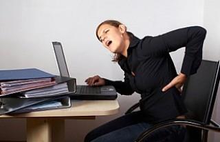Yanlış oturma şekli omurga sağlığını tehdit...