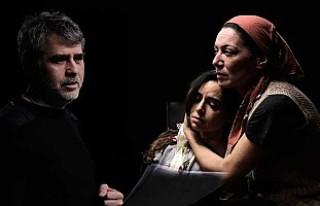 Livaneli'nin 'Mutluluk' oyununa Londra'da...
