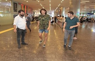 Enes Ünal'a havalimanında gözaltı şoku!