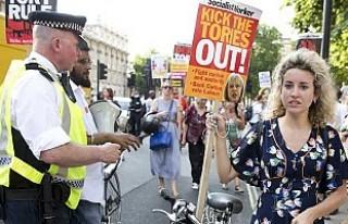 May hükümetine karşı gençler sokakta!