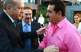Cumhurbaşkanı'nın iftarında pembe gömlekli...