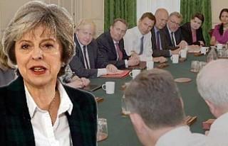 Theresa May'den vekillere itiraf gibi açıklama