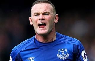 Ceza alan ünlü futbolcu Rooney, parklarda bank boyadı