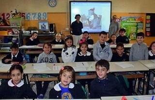 İtalya'da bir ilkokulda İncil ve Kur'an...