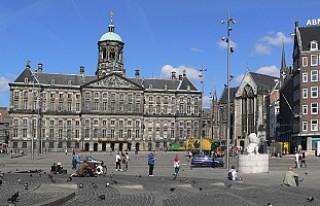 Amsterdam'da meydanlara beton bloklu güvenlik...