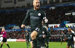 Manchester City İngiltere'de iki rekor daha...