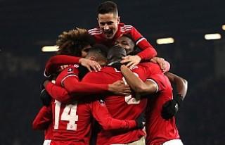 Manchester United tur atladı