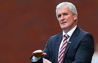 Stoke City'nin Hughes ile yolları ayrıldı