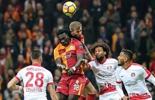 Antalyaspor galibiyeti Galatasaray'ı liderliğe...