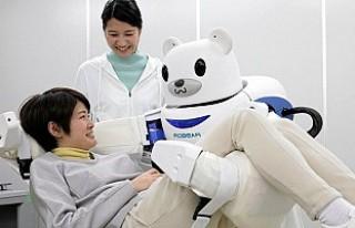 Japonya'da yaşlılara robotlar bakacak!