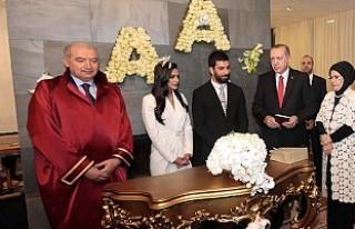 Arda Turan evlendiği sırada başsağlığı diledi