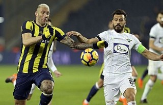 Fenerbahçe, Akhisarspor'u üç puanla memnun...