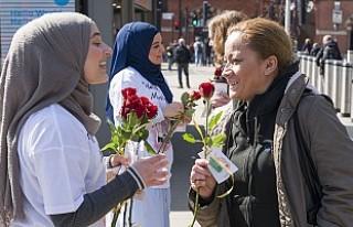 """Londra'da """"Buyrun, Ben Müslüman'ım""""..."""