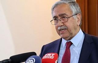 """Kıbrıs'ta diplomasi """"yemek""""le sınırlı..."""