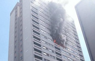 Londra'da yangın: 58 itfaiyeci birden müdahale...
