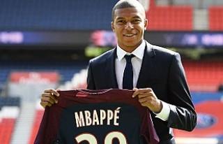 Manchester United, Mbappe için 270 milyon euroyu...
