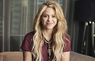 Shakira, Mustafa Sandal'ın bağlamayı evinde...