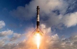 SpaceX telekom uydusu fırlattı