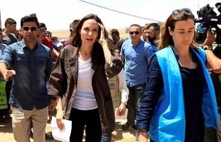 Angelina Jolie, 7'inci çocuğunu Suriye'den...