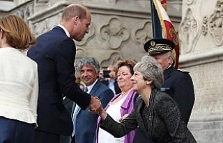 Başbakan reveransı abartınca alay konusu oldu
