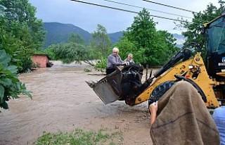 Ordu'da sel felaketi: Karadeniz Sahil Yolu'nde...