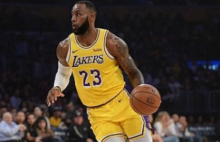 Lakers, LeBron'ın 'triple-double'ı...