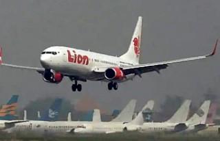 Yolcu uçağı 188 kişiyle denize düştü