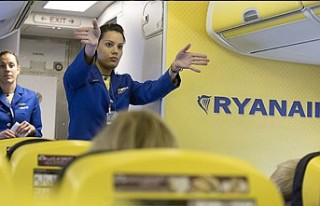 Ryanair 'havaalanında yerde uyuyan' çalışanlarını...