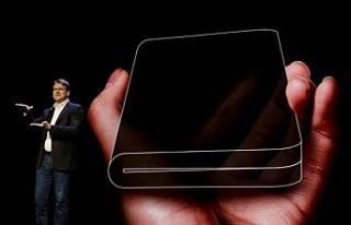Samsung katlanabilir ekranlı telefonunu tanıttı