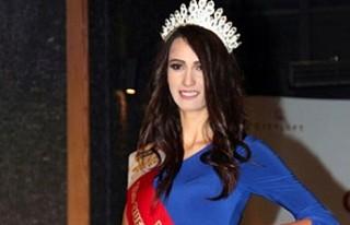 Türkiye güzellik kraliçesi Sibel Demiralp'e...