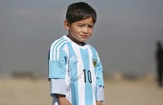 """Afgan """"küçük Messi"""" ve ailesi Taliban..."""